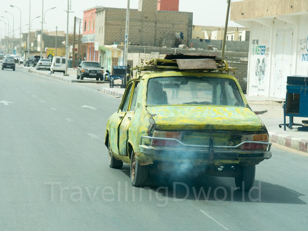 coche antiguo en Nuadibú