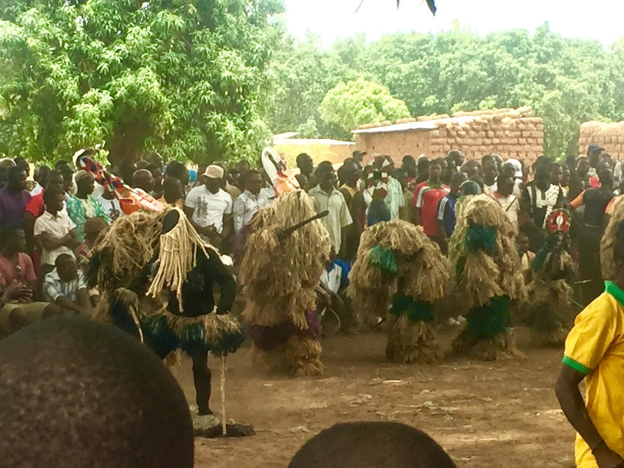 Ceremonia con Máscaras en una aldea de Burkina Faso