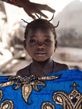 Niña en una aldea de Burkina Faso