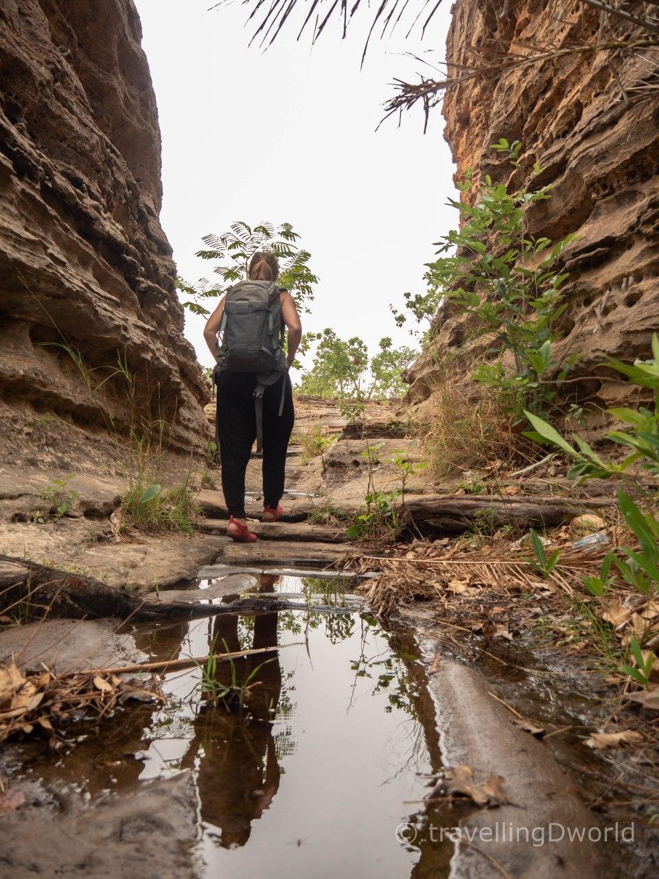 caminando entre las Domes de Fabedougou