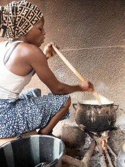 Mujer cocinando en Burkina Faso