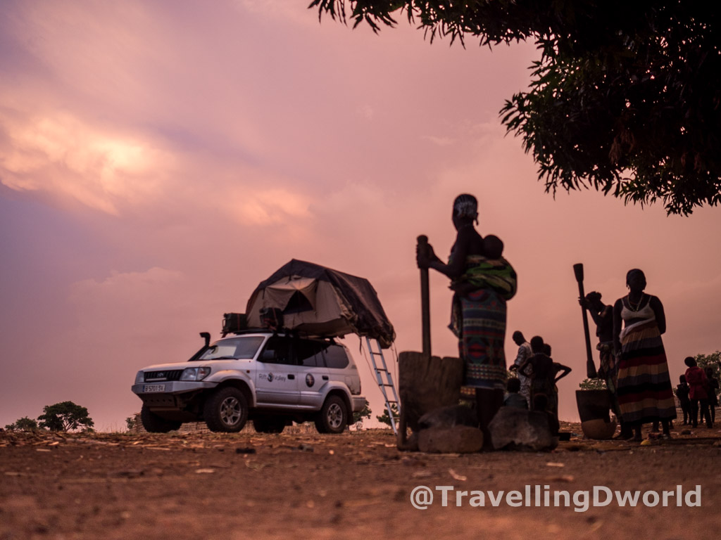 campamento en poblado Kamberi
