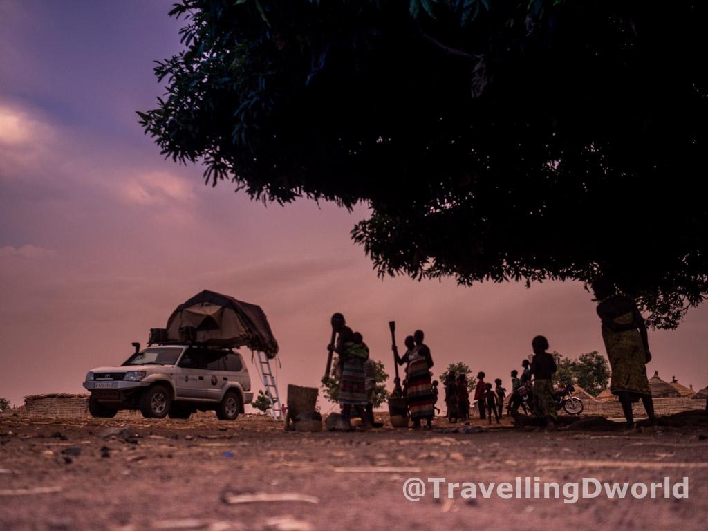 campamento en poblado Kamberi, Nigeria