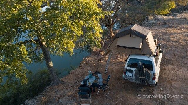 Vista aerea de nuestro campamento a orillas del río Cunene, Angola