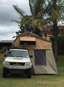Nuestro Toyota Land Cruiser equipado para la Transafrica, con la tienda de techo y avancé montados
