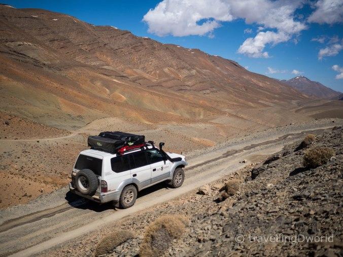 Nuestro Toyota Land Cruiser en las Gargantas del Dades