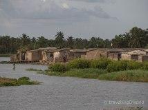 Detalle de las casas y el palmeral en Grand Popo, Benín