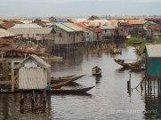 vista de la ciudad flotante de Ganvié en Benín