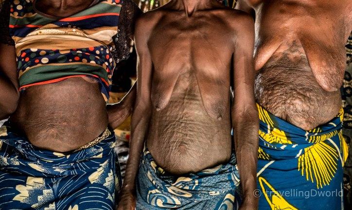Mujer Holi con tatuajes en abdomen, Benin