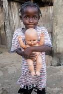 niña con muñeco, Benín